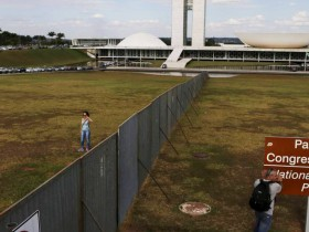 muro-impeachment-brasilia